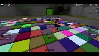 jogando Roblox cor mania