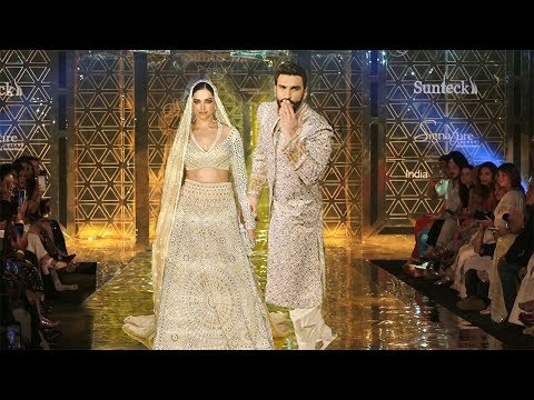 Ranveer Singh With Wife Deepika Padukone Rocked The Ramp Show For Abu Jani-Sandeep Khosla