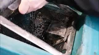 How To Clean The Waste Water Tank Andamp Filter On The Eureka E75 Scrubber Dryer