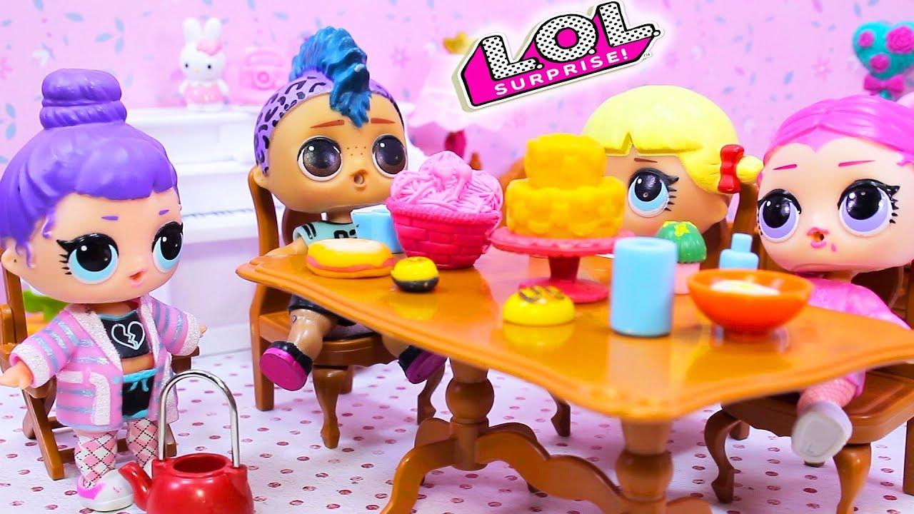 Девочки и Панк Бой на пижамной вечеринке с Куклами ЛОЛ ...