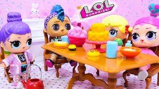 Девочки и Панк Бой на пижамной вечеринке с Куклами ЛОЛ Сюрприз! Мультик LOL Dolls Surprise