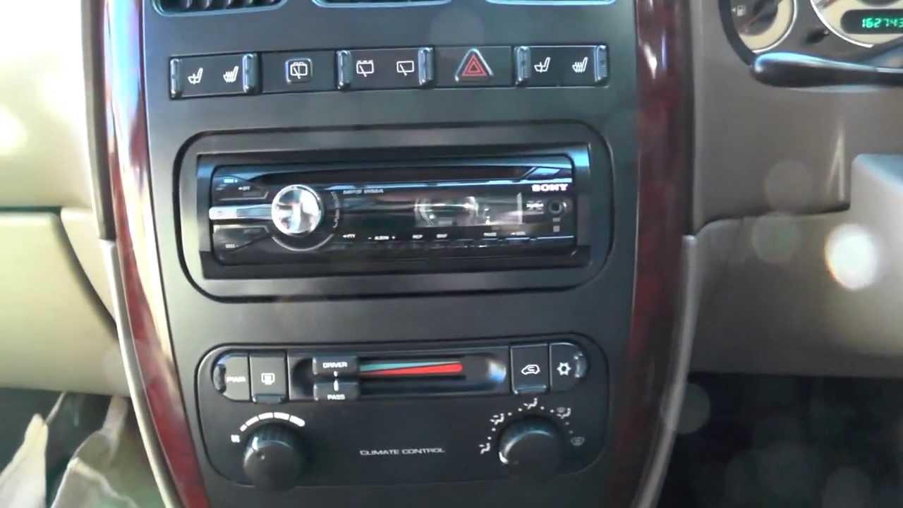Chrysler Voyager 2 5 Crd 2001   Una Vista De Un Chrysler Voyager 2001