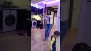 Menyhért Vivien táncol