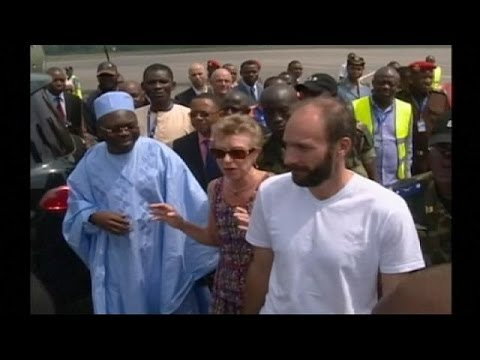 Libération du prêtre Vandenbeusch : arrivée décontractée à Yaoundé