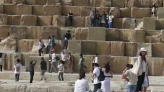 エジプト ギザの3大ピラミッドとスフィンクス