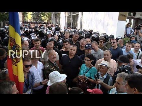 LIVE: Anti-government protesters rally in Chisinau