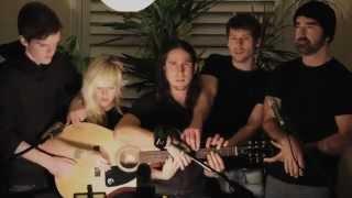 5 Người Cùng Chơi Một Guitar - V.A - vutt.mp4