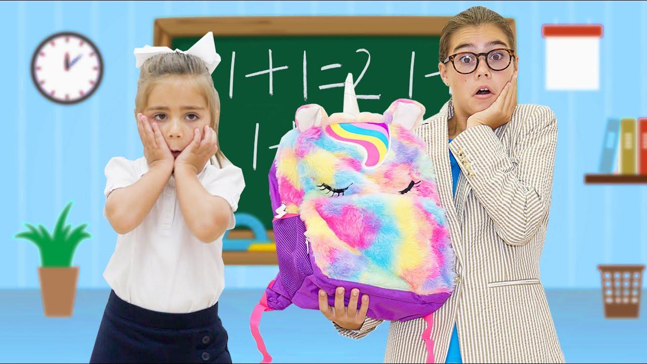 يلعب ناستيا وميا لعبة الطالب والمعلم  قصة تعليمية للأطفال