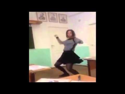 Liseli kızın ders bitişi sınıfta çılgın dansı rekor kırdı