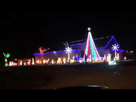 Christmas Lights Synchronized to FM Radio - YouTube