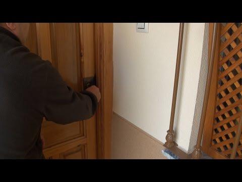 Como abrir puertas y candados sin llave doovi - Abrir puerta sin llave clip ...