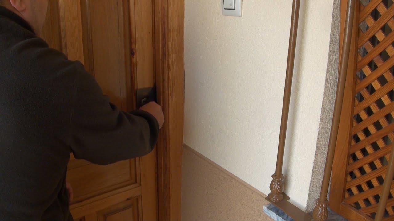 Entrando a la casa de la vecinita y le grabe sus bragas - 2 part 5