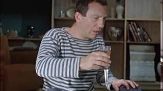 Скучно без водки. ― А что, обязательно напиваться, как свинья?