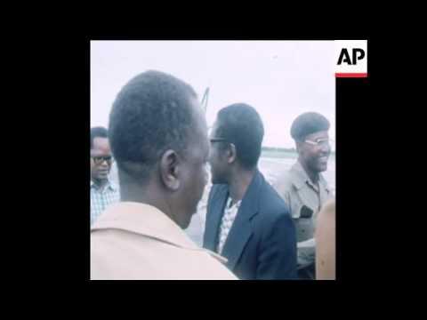 SYND 7 4 77 ZIMBABWE PATRIOTIC FRONT LEADER MUGABE ARRIVES