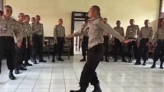 polisi jago ngedance