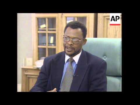 SOUTH AFRICA: 10 FORMER POLICEMEN ASK FOR AMNESTY FOR BIKO'S MURDER