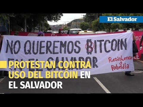Grupo de salvadoreños protesta para derogar la ley bitcóin