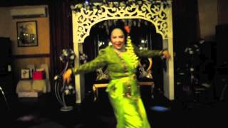 Jaipongan Adu Manis Dance ( Indonesian Dance)