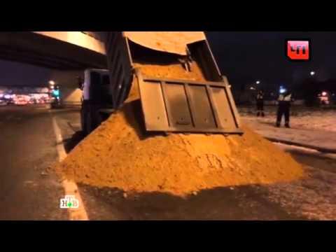 видео: Остановленный для проверки самосвал вывалил песок кногам сотрудников ДПС
