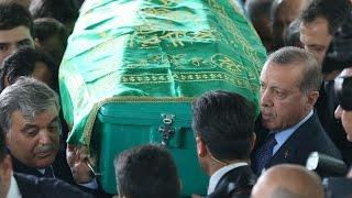 Cumhurbaşkanı Erdoğan ve Abdullah Gül cenazede bir araya geldi