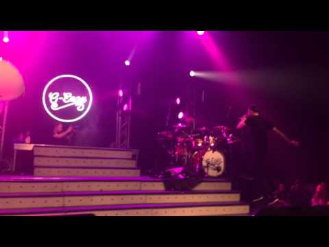 G-Eazy performs Almost Famous live in LA