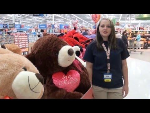 Singing Walmart Cashier Goes Viral