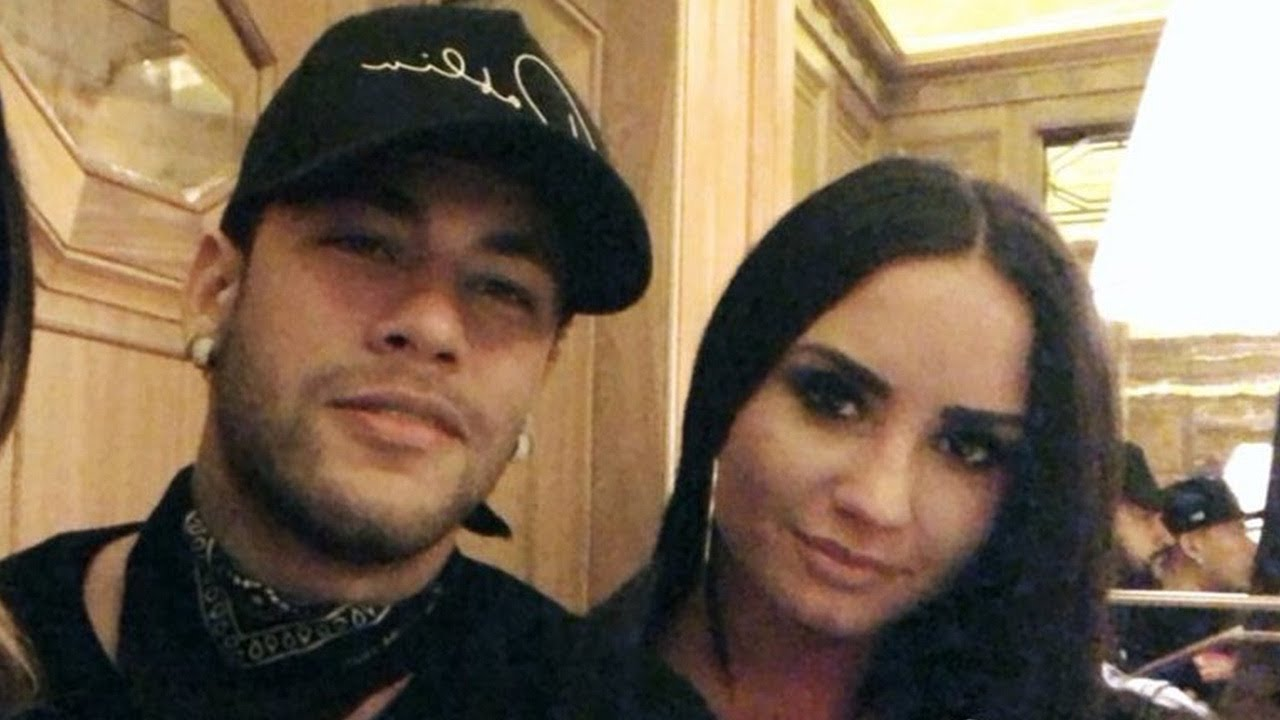 Demi Lovato Spotted On Dinner Date With Soccer Star Neymar
