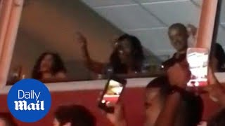 Michelle and Barrack Obama let loose at Beyonce concert