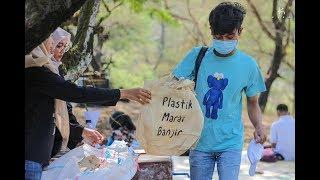 Cleaning The Plastic at Samas Beach Yogyakarta