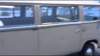 Volkswagen Combi Bay Window T2A de 1969 en version Deluxe