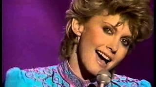 Olivia Newton-John - Make A Move On Me (The American Music Awards 1982)