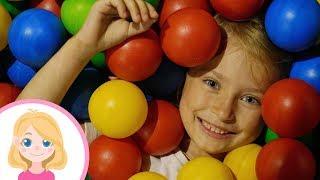 Маленькая Вера - Весёлые развлечения для детей на детской площадке в парке