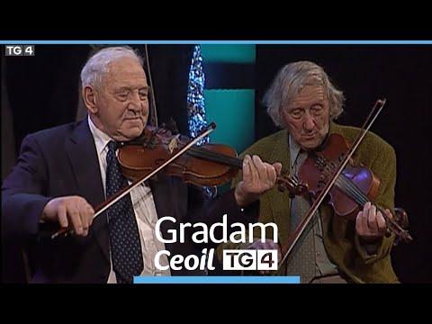 Paddy Fahy + Cairde ag Gradam Ceoil TG4 2001.