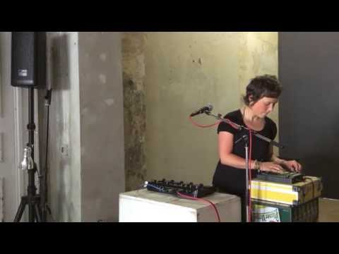 luziluu playing @ la tête gallery in berlin 25th may 2014