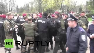 Ukraine: Nationalists clash with police on Odessa