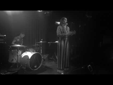 Alpines - Motionless - Live