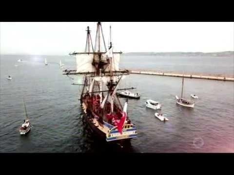 Vues aériennes du départ de l'Hermione du Vieux Port de Marseille en HD