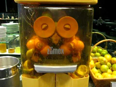 Zumex: A Robot That Loves To Juice