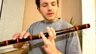 Как играть на флейте бансури, видео урок, извлечение звука, постановка рук.