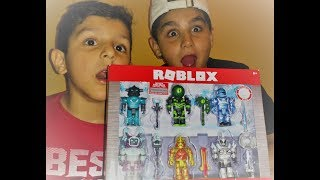 "ROBLOX ""Champions of Roblox"" UNBOXING (LEGENDARY CODE?!)"