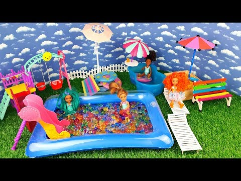 Barbie doll - Fun Weekend with friends. Swimming Pool! Play dolls