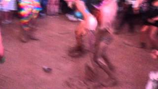 Crazy guys dancing in the mud at Lollapalooza 2013 - Madeon