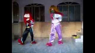 Fofão e Palhaço dançando 2013