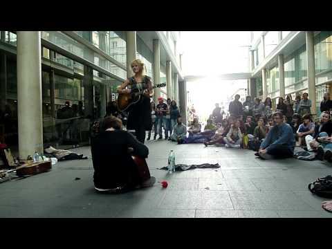 """Nadeah - """"Heroin"""" (The LoveGods) @ Place du Marché St Honoré - Paris - 17/04/11."""