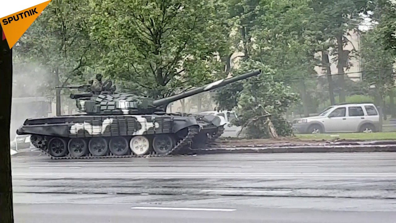 Tank Crashes Into A Street Light In Minsk Youtube