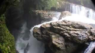 Экскурсии по Грузии. Каньон Мартвили(Друзья, это потрясащее место находится в Грузии, в регионе Мегрелия вблизи городка Мартвили. О том, как..., 2013-08-29T12:42:38.000Z)
