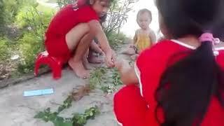 Trẻ em nông thôn vui chơi trong thời gian nghỉ hè