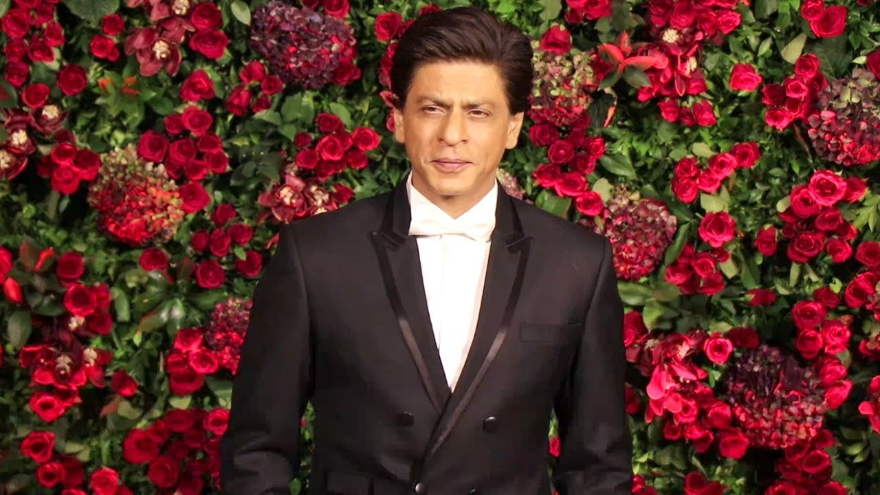 Shahrukh Khan In 10 Lakh Armani Suit At Deepika Ranveer Reception Party In  Mumbai - YouTube
