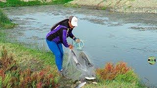 Mira así Pesca Esta Mujer Lisas Grandes con Atarraya - Pesca con Atarraya 2018