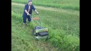 Как косит высокую траву газонокосилка